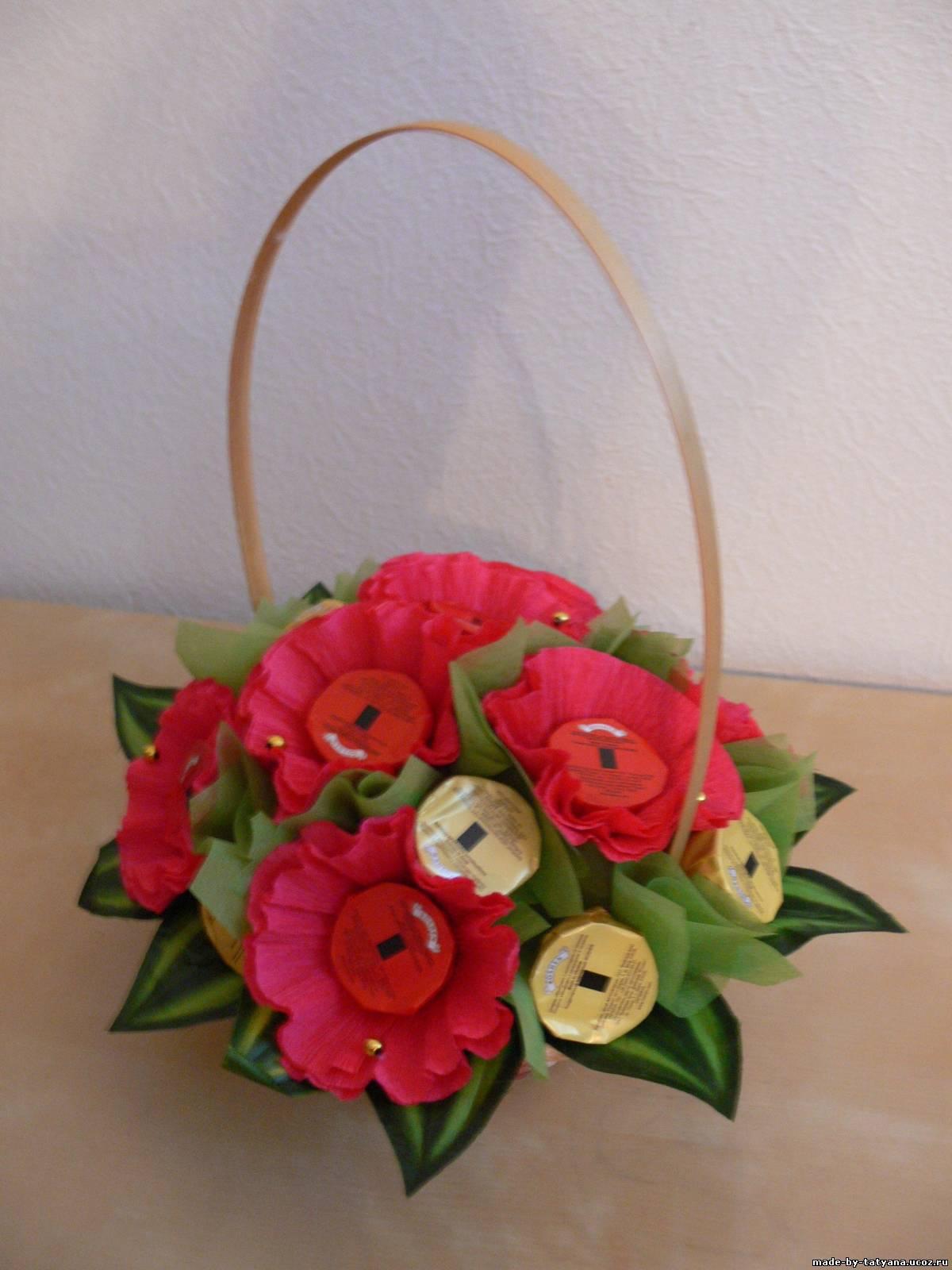 Композиция «Корзина с цветами из конфет» Мастер-класс своими руками