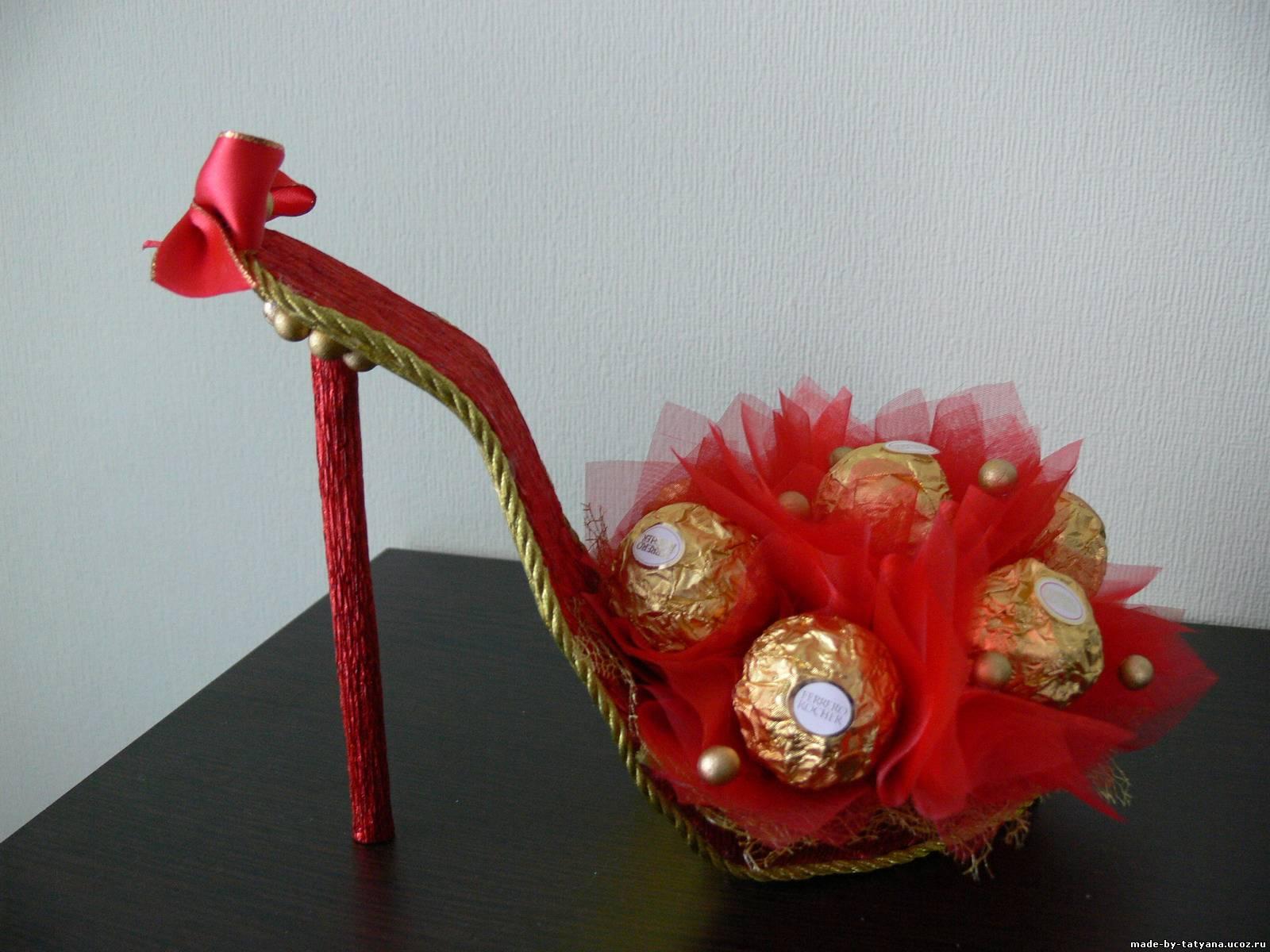 Подарок из конфет мастер класс с пошаговым фото 10